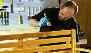 KROK V - Szlifowanie ławki i nakładanie drugiej warstwy lazury