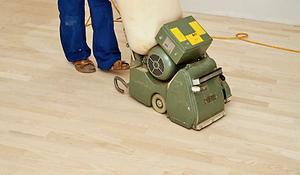 KROK I - Wyrównywanie powierzchni drewnianej podłogi